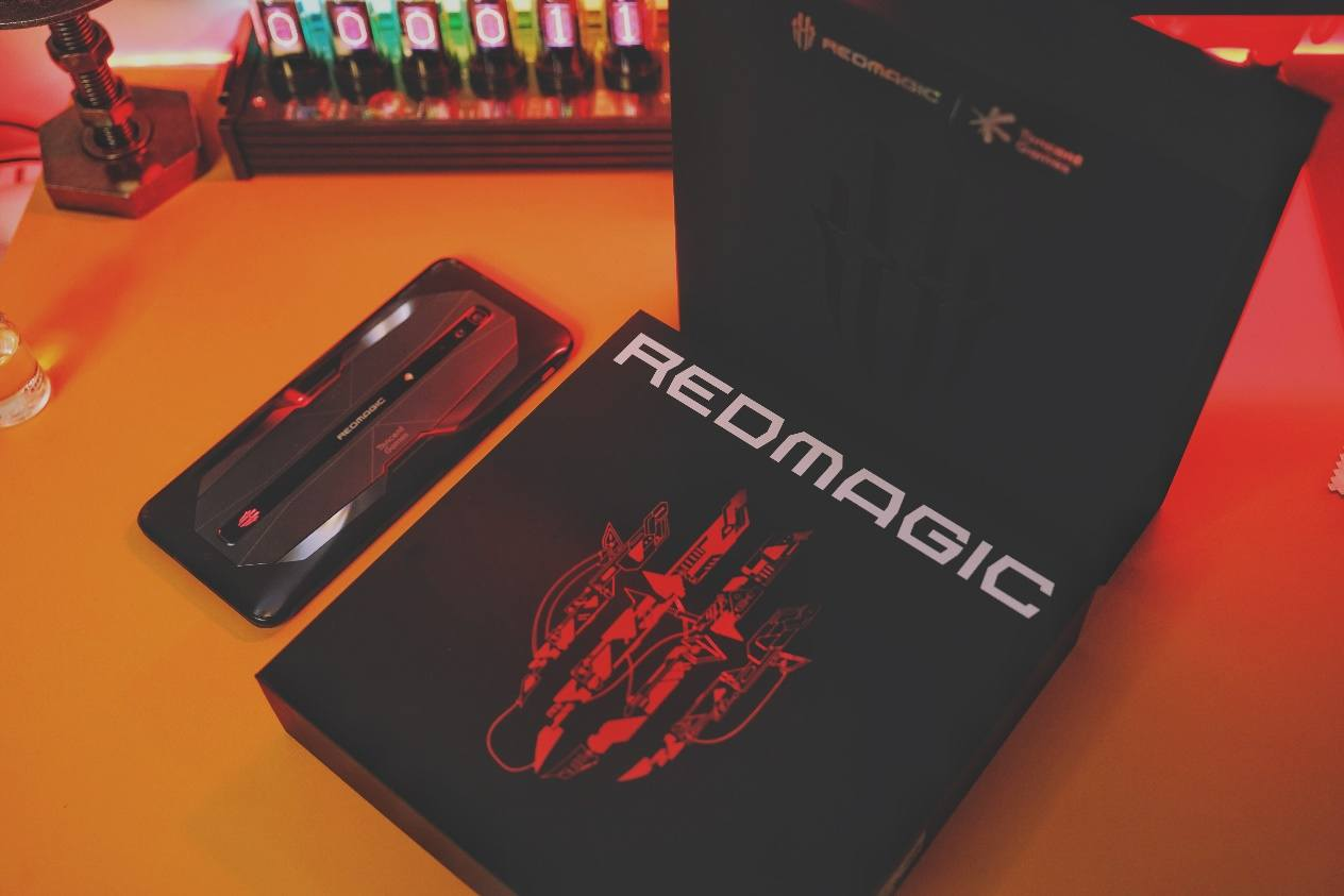 红魔6 Pro首发评测:当游戏手机拼起狠来,谁也拦不住