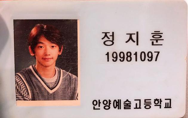 Rain在个人社交网站分享学生时代学生证的照片 20多年来小脸没有变