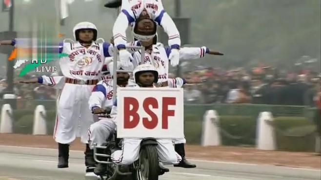 印度阅兵式摩托车开挂表演引奥总点赞