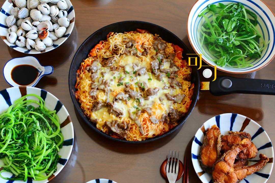 离过年越来越近了,看看我们家周末的午餐,年货准备得怎么样了?