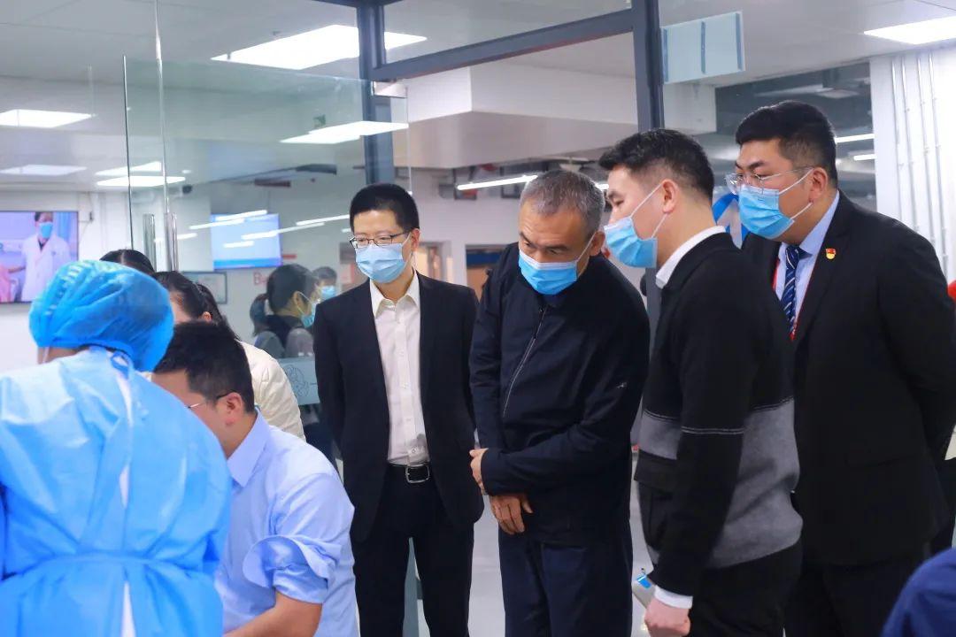 国家卫健委领导赴重庆北部宽仁医院调研新冠疫苗接种工作