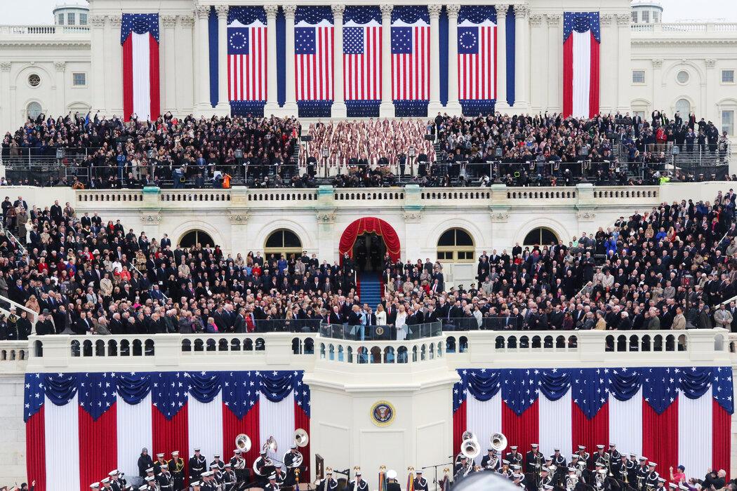 2017年特朗普总统的就职典礼上,国会大厦的看台上挤满了宾客。