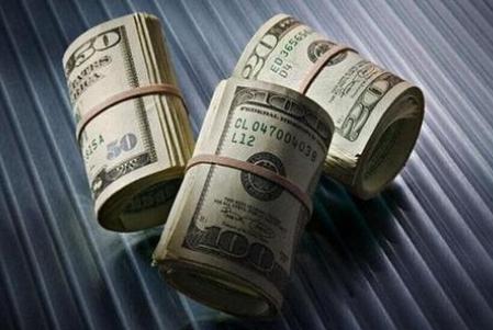 美国又要撒1万亿美元,中国该不该抛售美债?