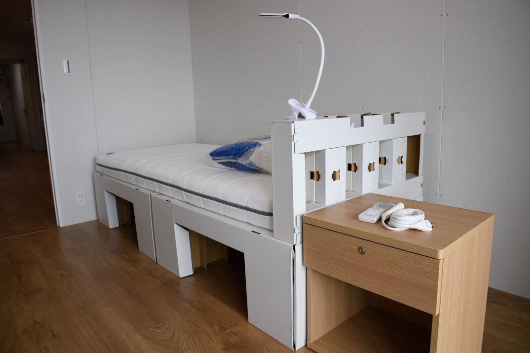 供运动员使用的可回收纸板床和床垫。