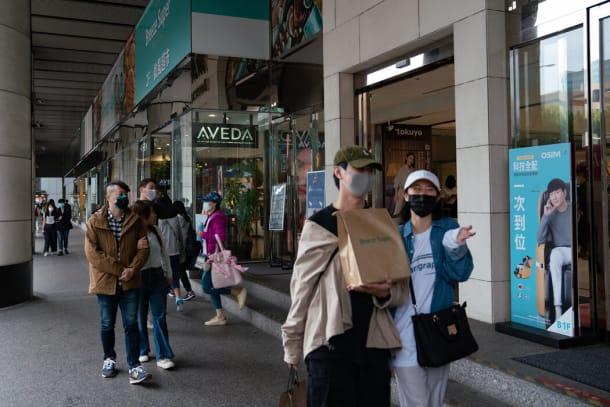 戴口罩、测体温和手部消毒在台北和台湾其他地方很常见。除此之外,生活正常得令人吃惊。
