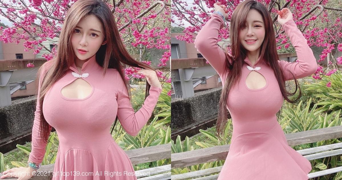 美女「安希」粉红小洋装出游,新年走春也要辣!