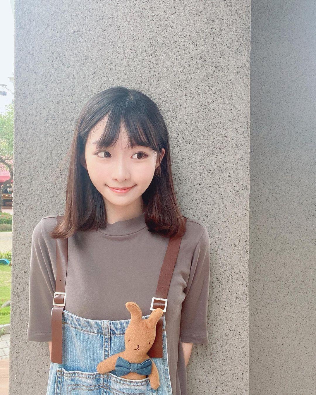 音乐女神@林涵钰Ruri拥有一双会笑的眼睛,个人照太可爱了