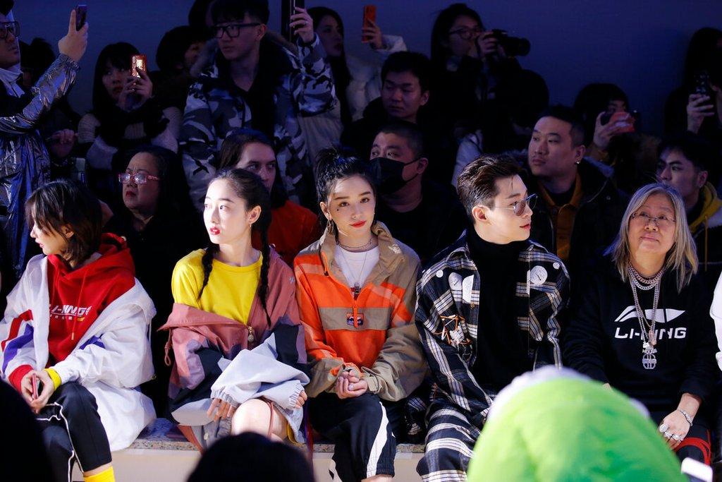 2019年纽约时装周观看李宁时装秀的观众。李宁备受中国名人和网络红人的欢迎。