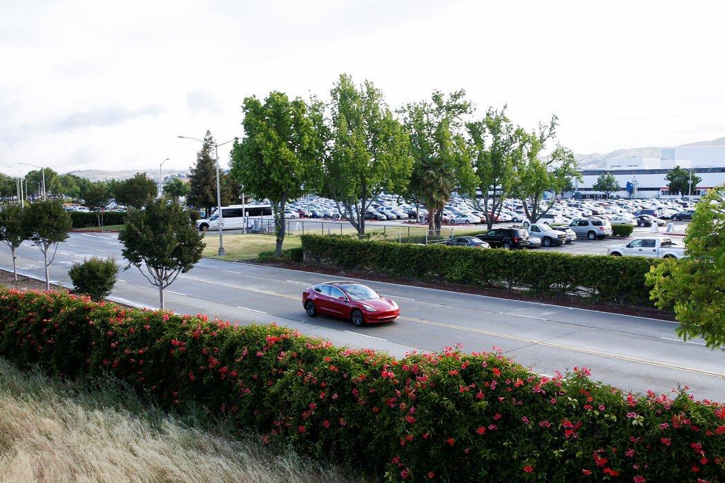 特斯拉仍然是想挥霍的人的上佳之选,不过有些选项可能比这款Model 3更高级。