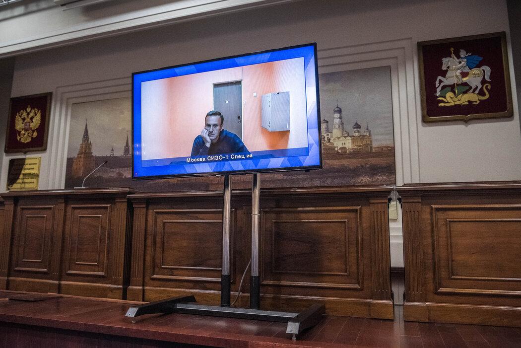纳瓦尔尼上个月通过视频链接在莫斯科法院听证会上出庭。这位反对派领袖擅长使用YouTube,Instagram和Twitter。