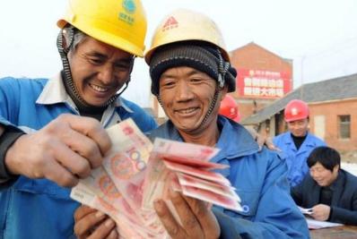 一个奇怪的现象:农民工一天收入三四百,却依然在贫困边缘挣扎