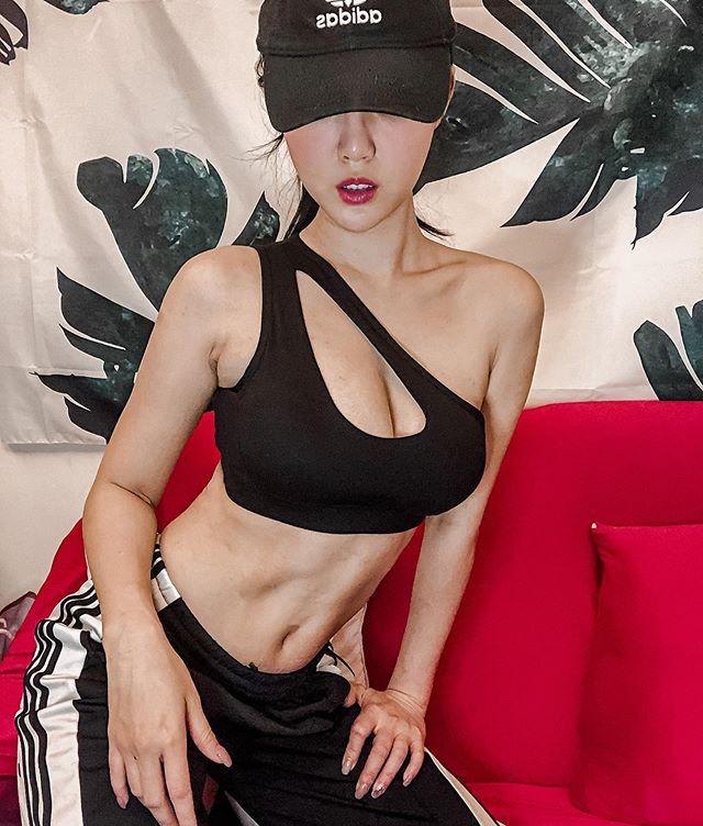 川奈栞(Shiori Kawana)近照曝光,美胸马甲线全都露 作品推荐 第7张