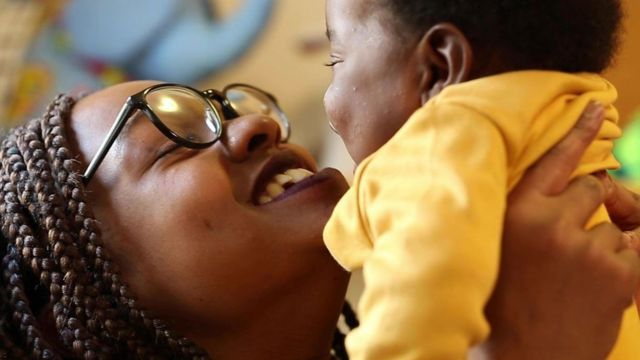 笑可以帮助孩子发育和成长,还会给成人减压。