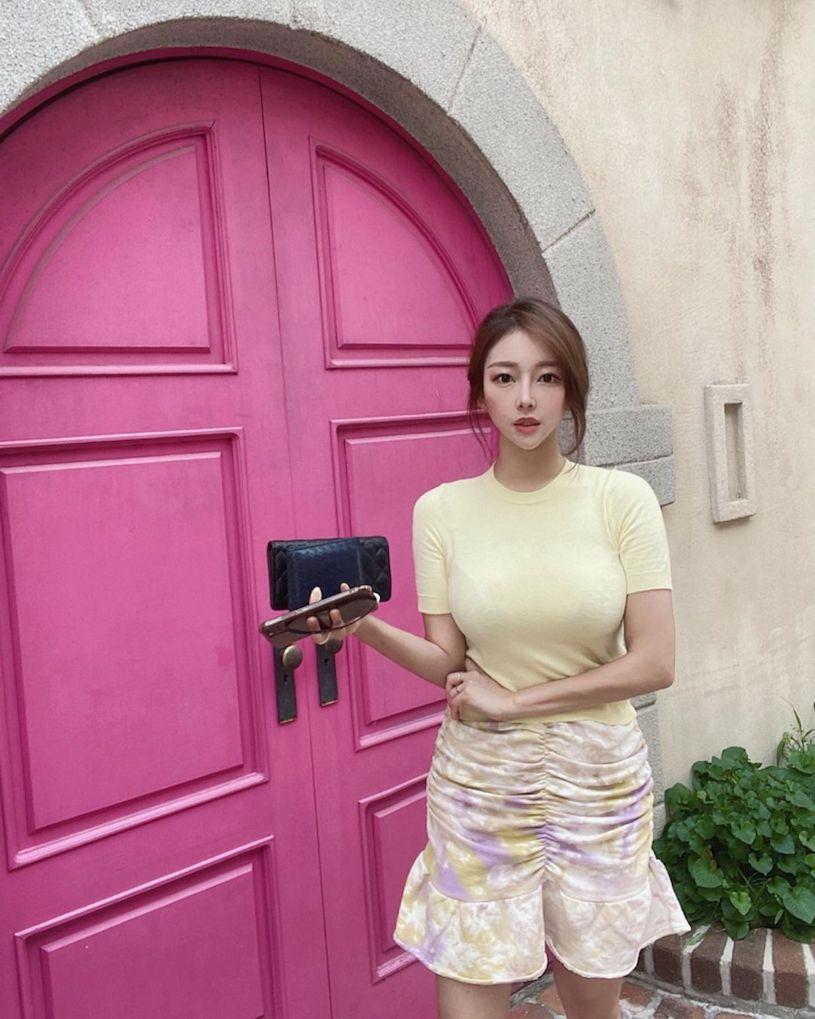 韩国性感美女姐姐爆乳款比基尼写真图片