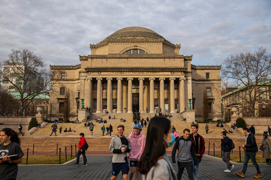 曼哈顿,哥伦比亚大学。特朗普政府7月下达的签证限制一度让许多国际学生被迫离开美国。