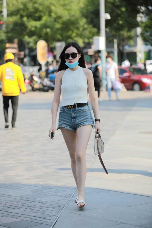 ⭐4K街拍⭐ NO.002 白嫩热裤美腿小姐姐 [92P/201MB]