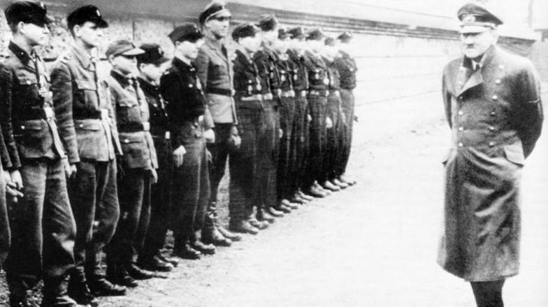 珍贵二战老照片:希特勒的最后一次公开露面