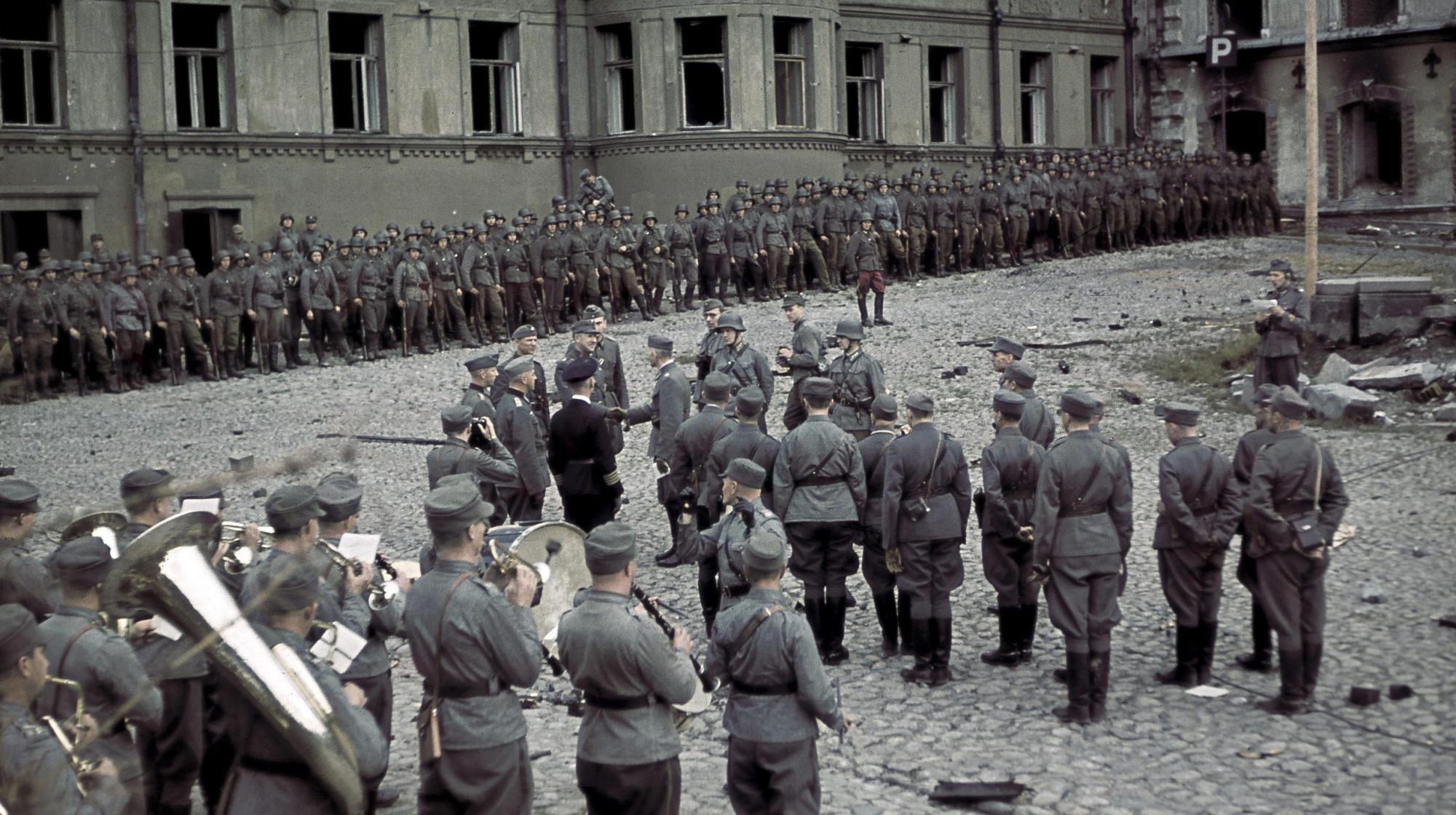 趁虚而入重夺失地,二战彩色老照片中芬兰重夺维堡后的阅兵