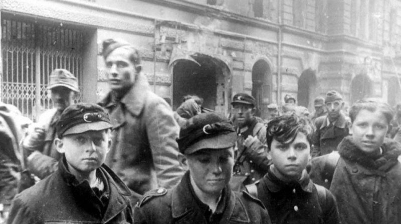 一组二战老照片,德国军队中的儿童兵