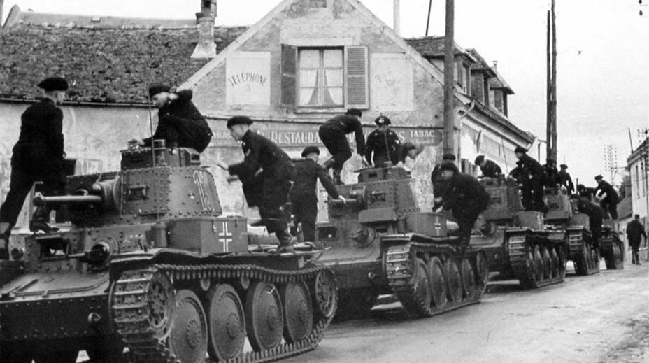 一辆有味道的坦克,藏身俄罗斯牛棚下的二战德军坦克