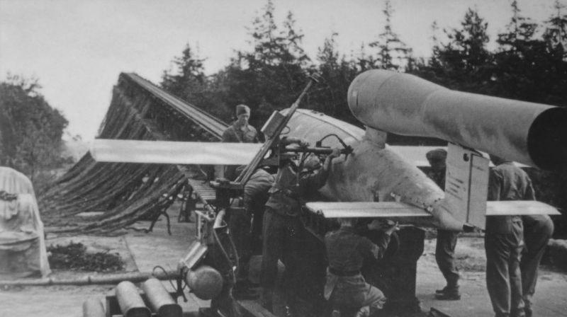 导弹时代的开始,二战老照片中的德国V1导弹