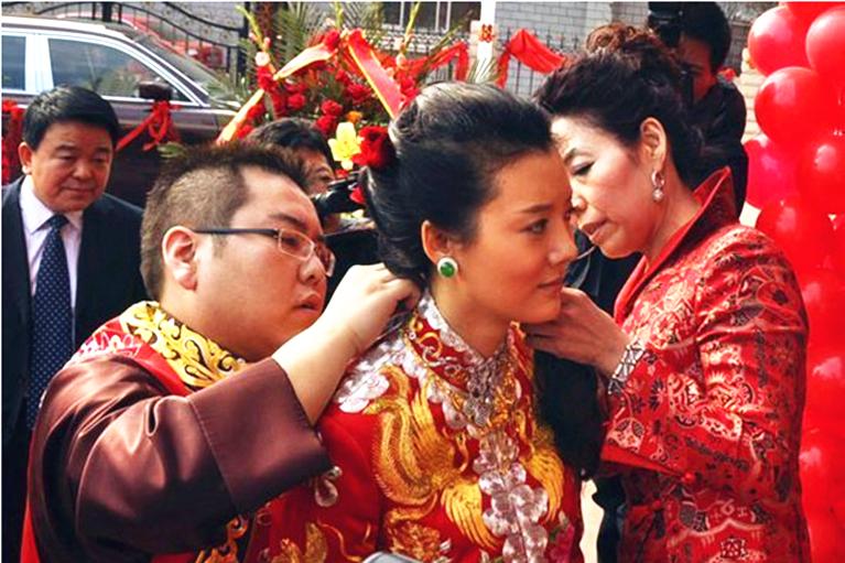 上海悬赏2162万抓山西前首富李兆会?父亲被枪杀,前妻是明星车晓