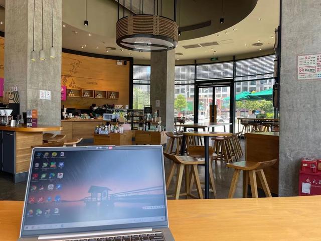 为什么自由职业者都喜欢抱着电脑去咖啡厅工作?
