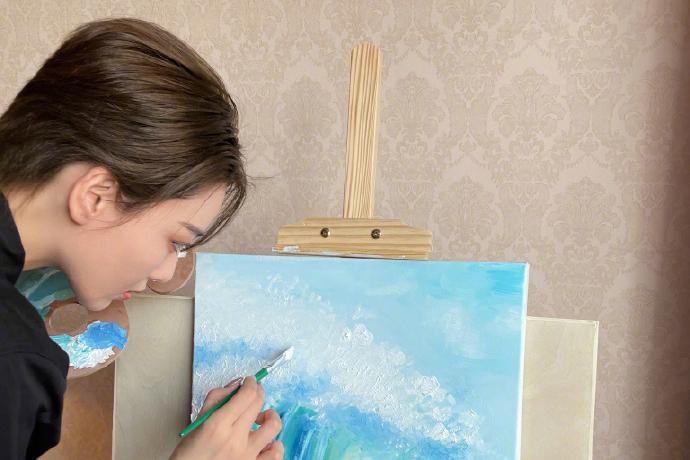 张馨予加盟《姐姐2》,手绘乘风破浪为自己打Call,画美人更美