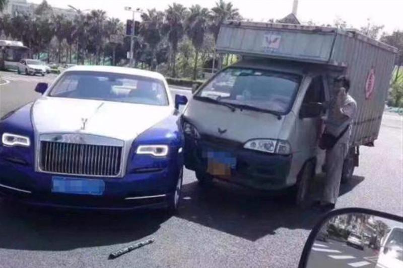撞了豪车赔不起怎么办?老司机:总不能不赔吧,只能教你绝招了!