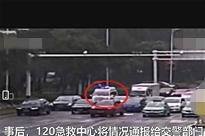 救护车被私家车堵住去路,司机不屑一顾:车子隔音好没听见!