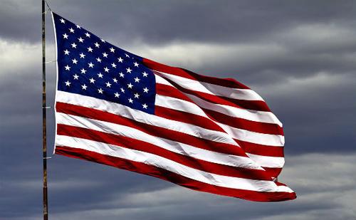 """美国近一半人丢工作!关键时刻,美国宣布取消香港""""特殊待遇""""!"""