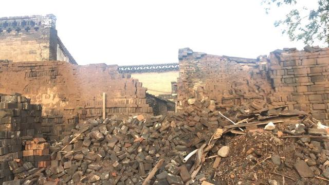 记者连线|平遥古城内多处危墙已被支起