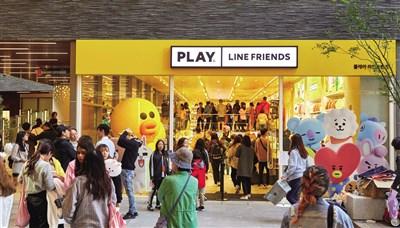 相较于原有的旗舰店模式,全新的零售店铺PLAY LINE FRIENDS以轻体量模式扎根线下市场