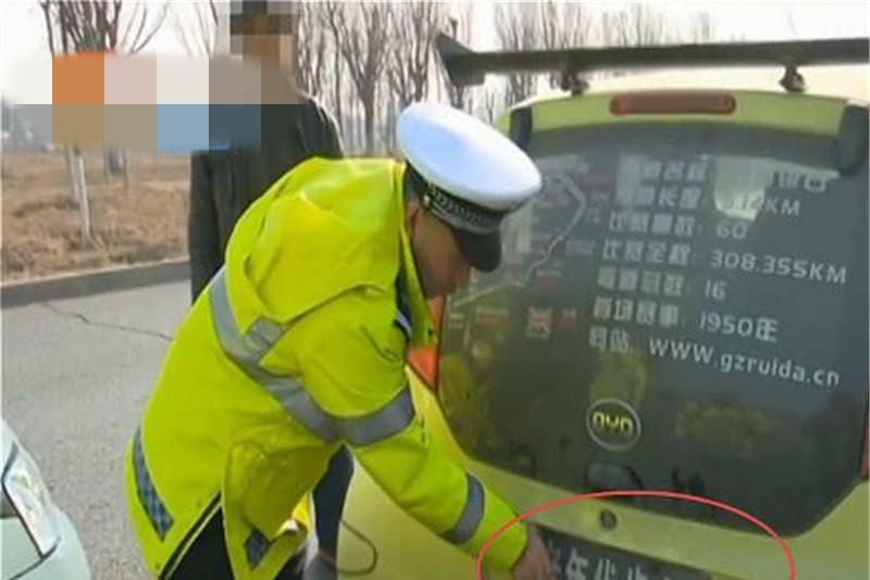 老年代步车被查处,车主被罚3000并拘留15天,网友:放过大爷吧!