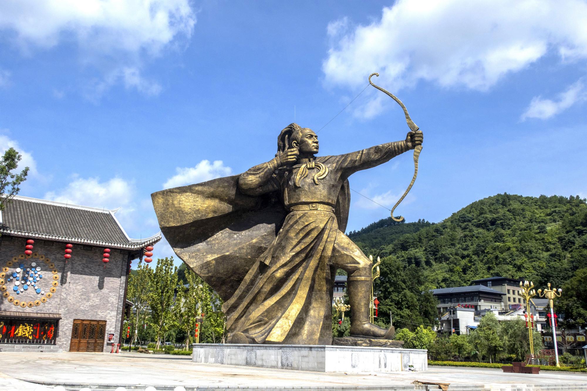 龙里龙门镇武侠文化旅游小镇:后羿雕塑像