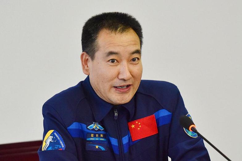 李雪琴预言成真,55岁航天员翟志刚太空吃炖菜!揭秘哪三种馅饺子
