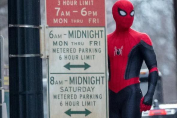 汤姆·赫兰德晒《蜘蛛侠3》新照,照片中出现了一位特别的嘉宾!