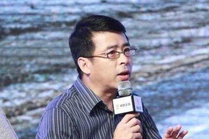 央视主持人阿丘,疫情期间公然喊话中国向世界道歉,如今被封杀!