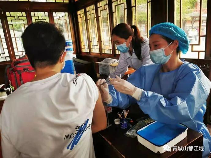 都江堰景区增设临时新冠疫苗接种点,让你的旅途多一份安心~