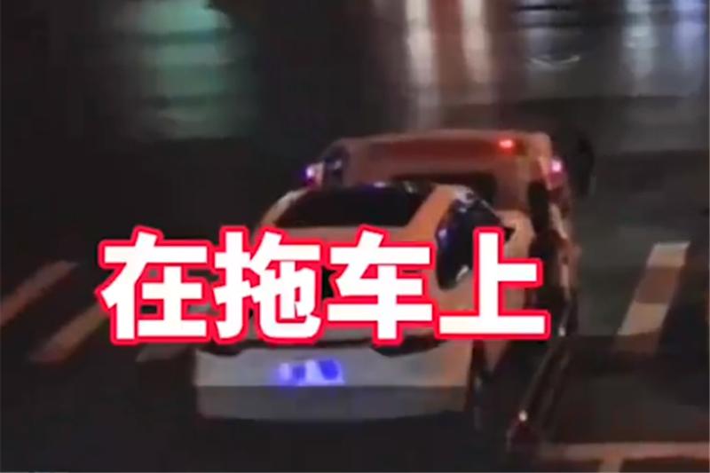 男子派拖车把车拖走,次日因违反限号规定被处罚,让不让上路了!