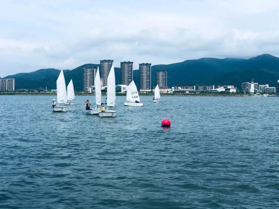 风帆与少年梦齐飞!看北仑区青少年帆船队逐梦梅山湾!