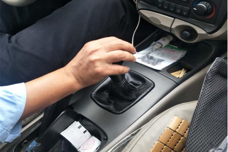 越来越多的人喜欢自动挡汽车,为什么出租车不用?司机:闭嘴吧你