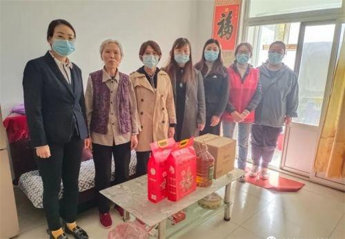 凤凰社区开展走访慰问老年人活动