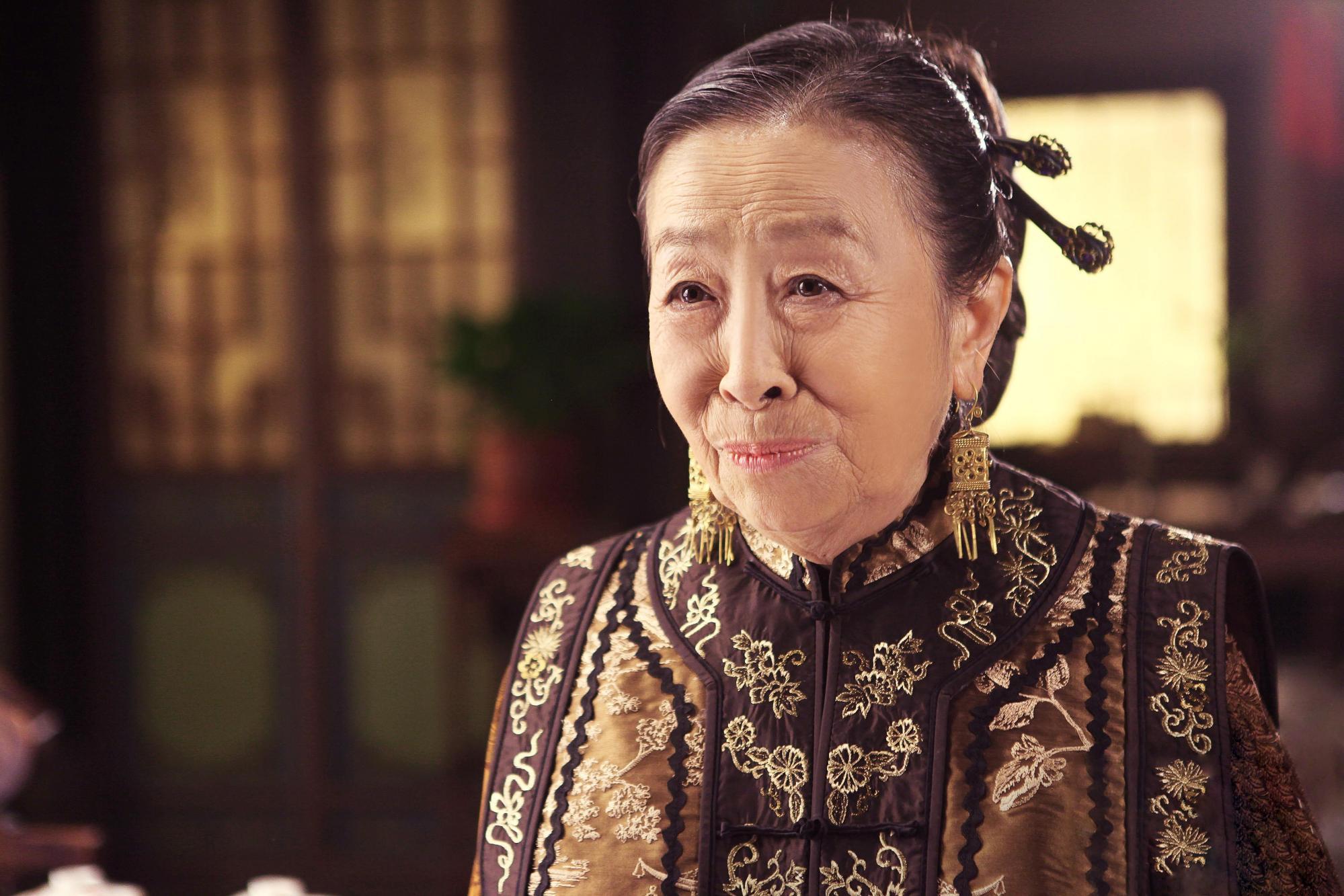 """""""丑娘""""张少华:3岁丧父,62岁爆红,71岁深陷争议,75岁去世"""