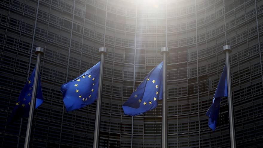 """欧盟向白宫""""出手""""了!美国没有手软,对""""盟友""""举起""""大棒""""!"""