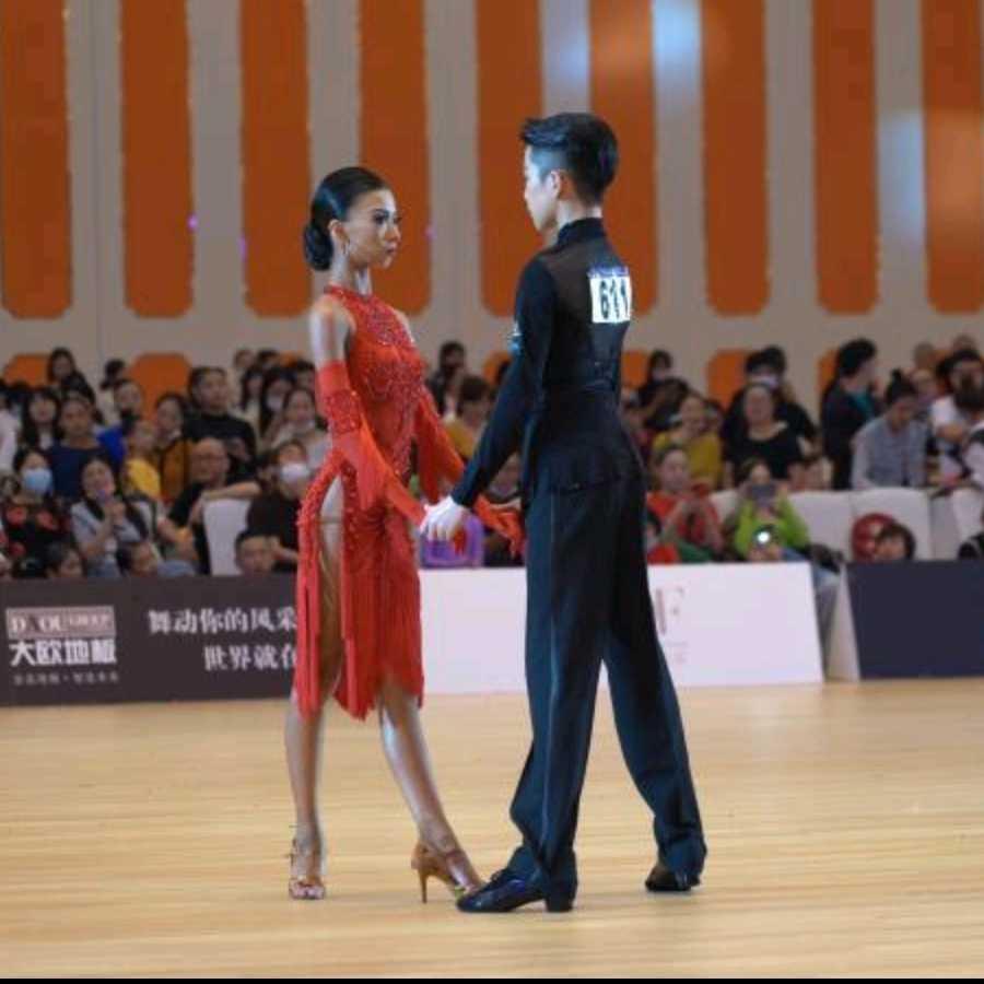 #舞蹈#天鹅颈,直角肩,筷子腿,蝴蝶背,羡慕了羡慕了#王崇墨李茉晗