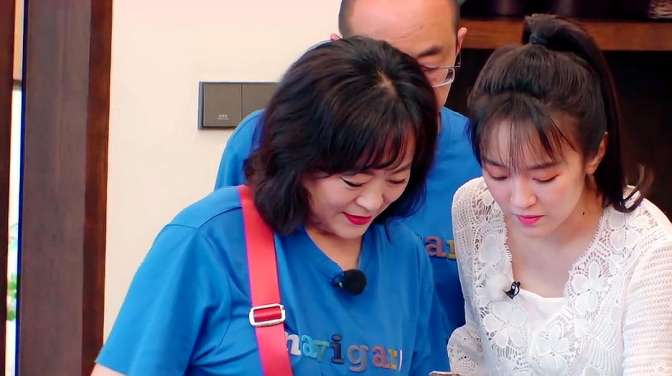 婚前21天:刘泳希新婚,妈妈主动献出传家宝!网友:价值不菲