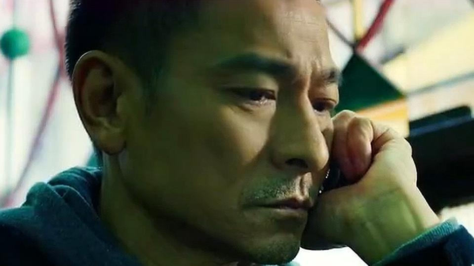 《拆弹专家2》最新预告,刘德华身份成谜,爆炸案现场惊险搏斗