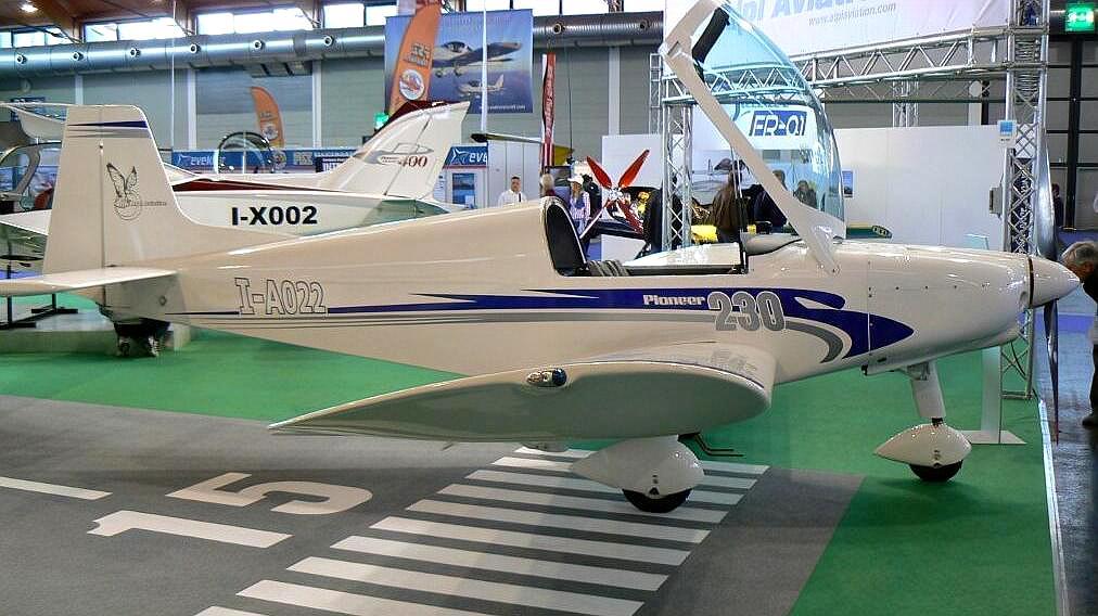 先锋230运动飞机,视野良好适合观光旅游,制造成本低廉