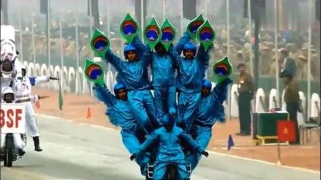 印度阅兵神奇表演 摩托车开挂举世无双